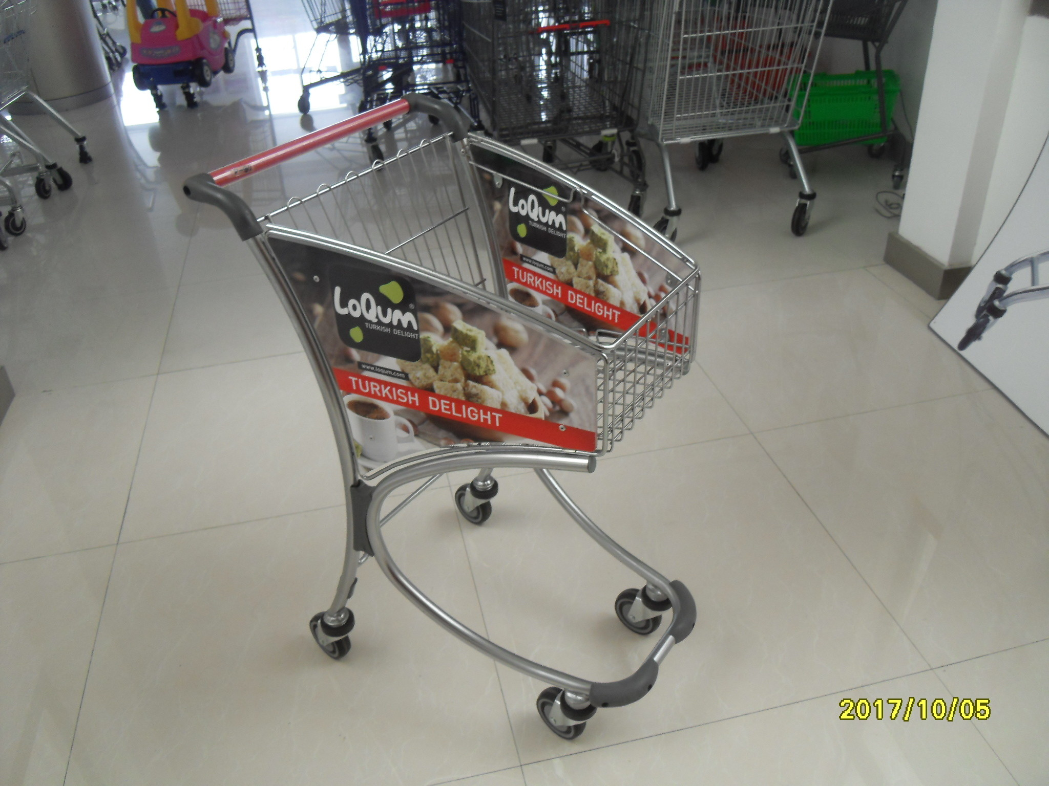 Zinc Chrome Plating Supermarket Shopping Cart , 40KGS Loading Capacity