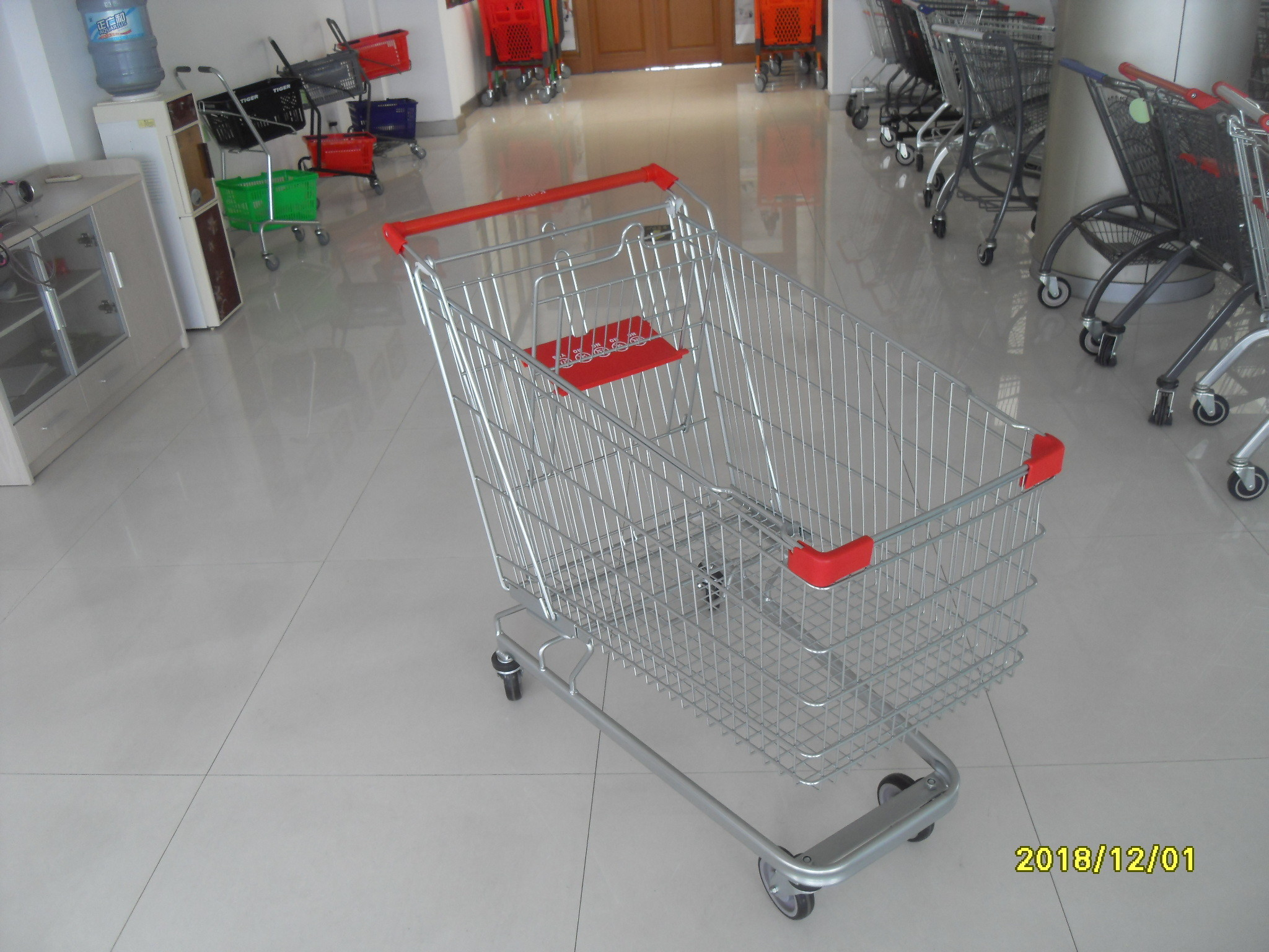 Unfolding Steel Chrome Grocery Shopping Cart With Four Escalator Wheel