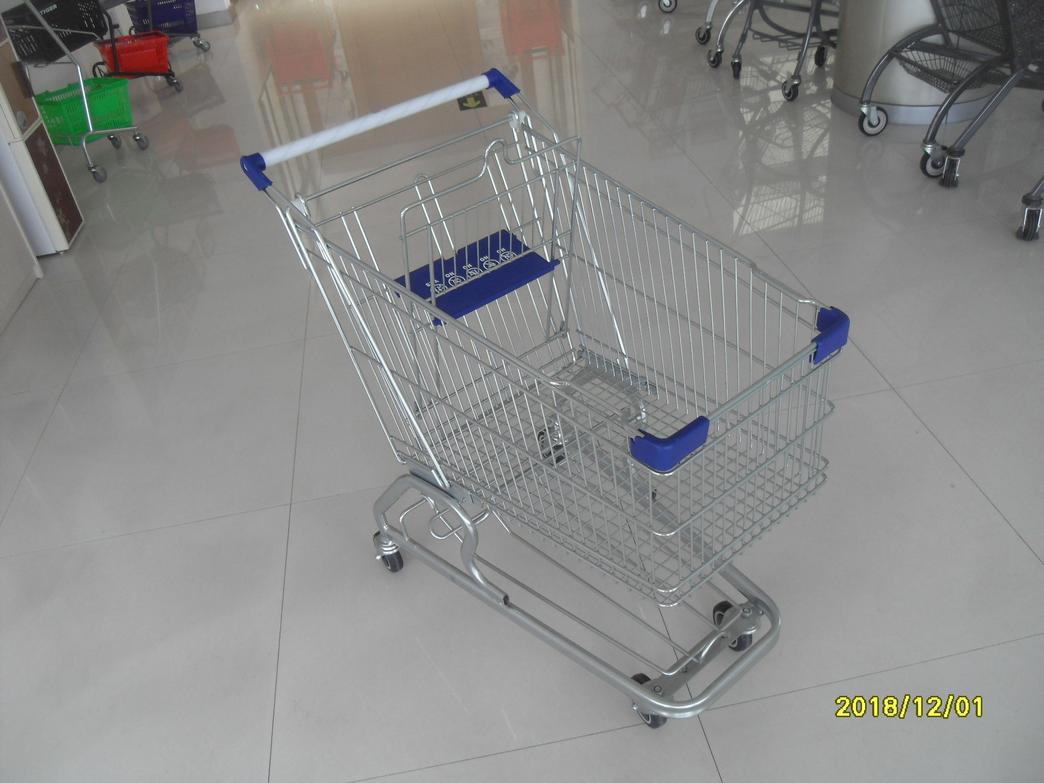 Zinc Plated 80L Supermarket Shopping Trolley With Bottom Tray And Plastic Parts